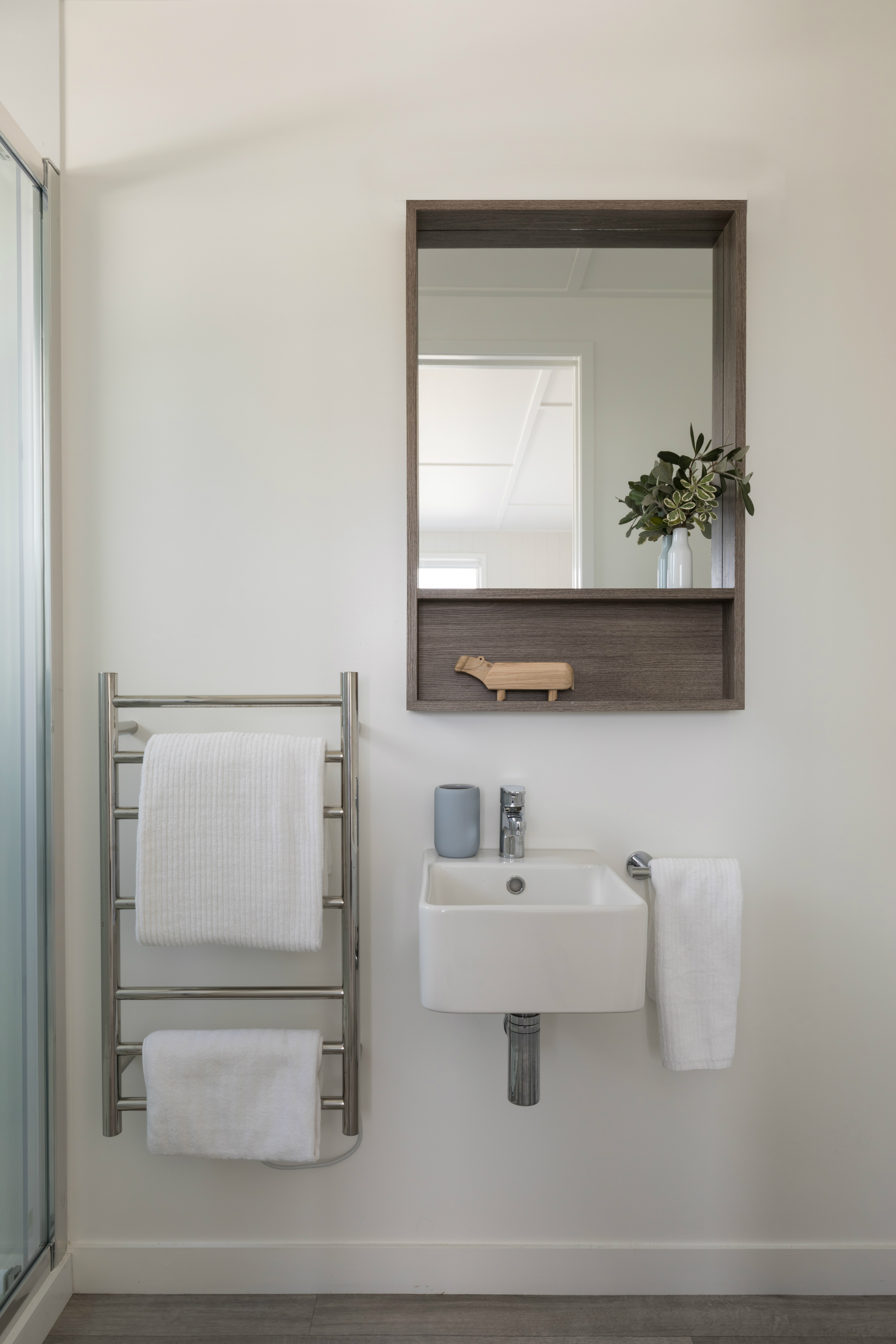Minimalist enuite with Caroma wall hung basin