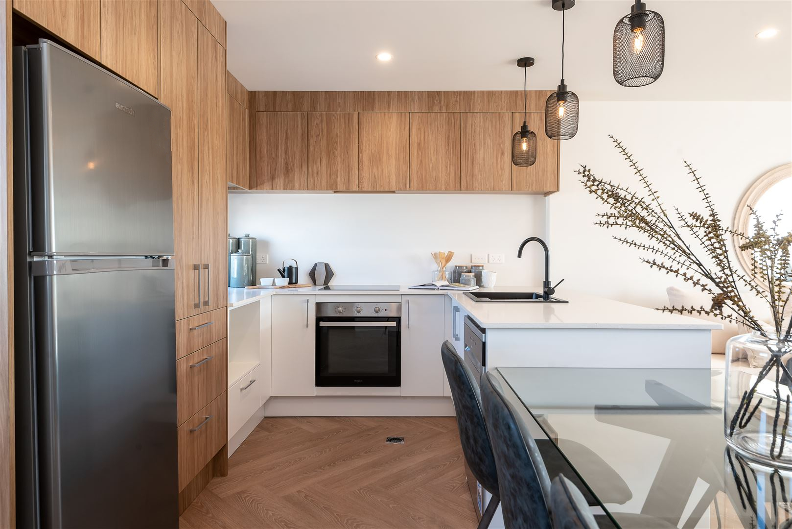 Clever timber and white kitchen