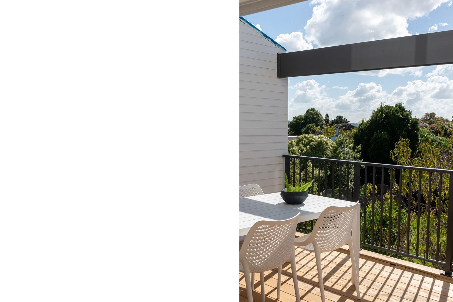 Contemporary townhouse deck